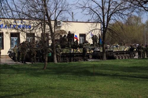 На фото российские террористы в Славянске