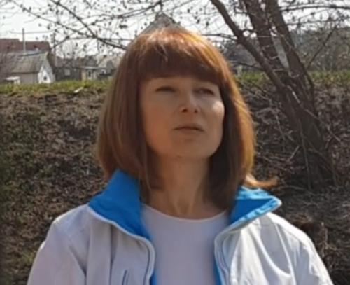На фото Вікторія Жданюк, що дала брехливі свідчення під присягою у суді