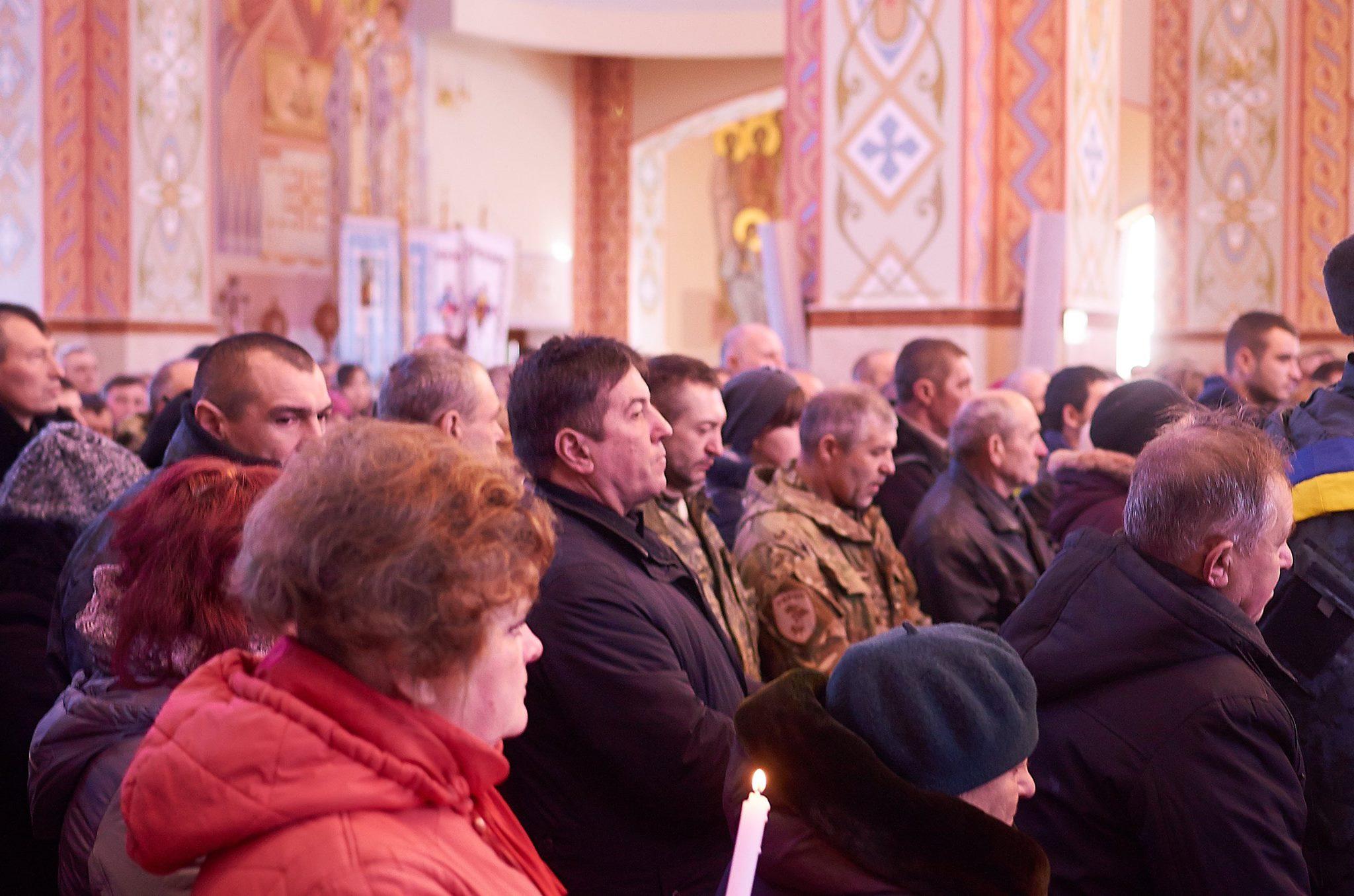 Юрій Тимошенко на похороні нацгвардійця Романа Фурика