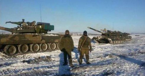 На фото танки российских окупантов под Дебальцево