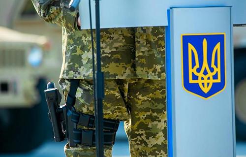 Poroshenko-pistolet1