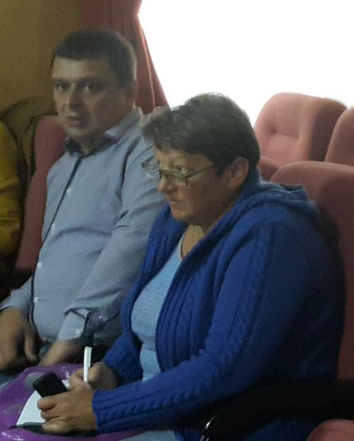 Голова сільради Олександр Король та його братова - секретар сільради Марія Король