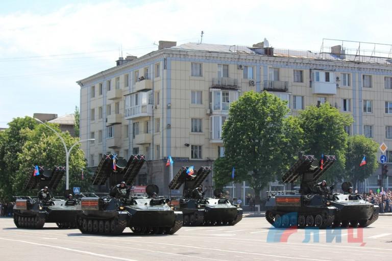 rus-army-parad-Lugansk-2016-2-768x512