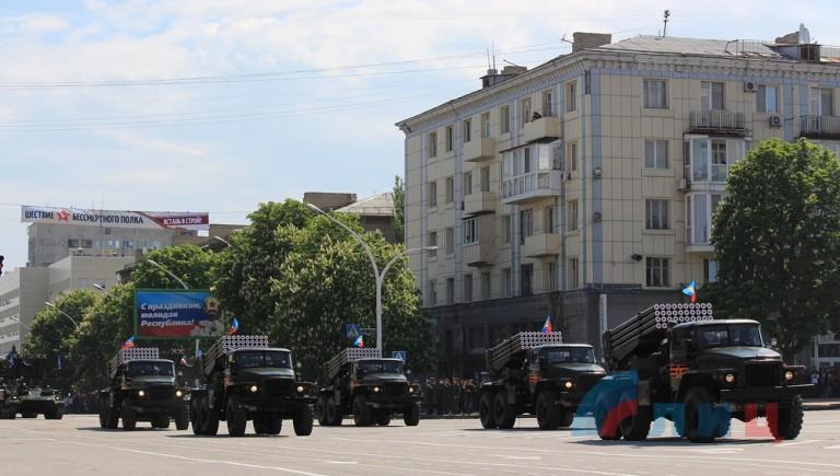 rus-army-parad-Lugansk-2016-3-768x435