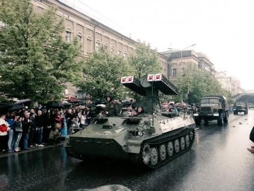 Комплекс «Стрела-10» во время военного парада российских оккупантов в Донецке 9 мая 2016 года